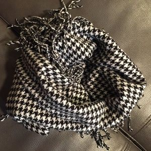 Houndstooth Infinity Scarf NWOT